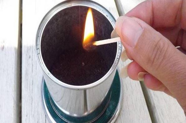Égő gyufaszálat dobott a kávézaccba. Mikor megtudtuk, miért, eldöntöttük, mi is ezt csináljuk a nyáron: