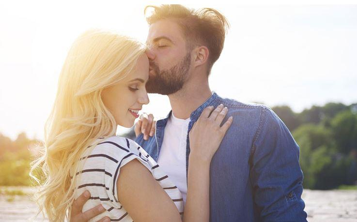 A homlokra adott csók 6 jelentése. Te tudtál erről?