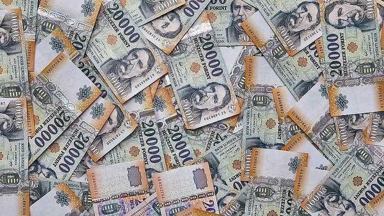Évi 35 000 forint. Mit szólnál, ha segítenénk ennyit spórolni?